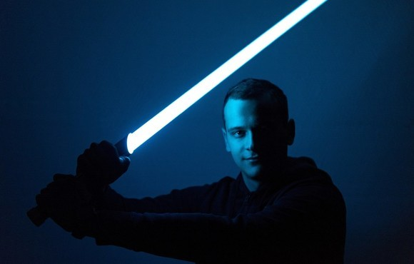 Student vyrobil světelný meč ze Star Wars. Nyní má ambice zahájit sériovou výrobu a produkt uvést na český trh