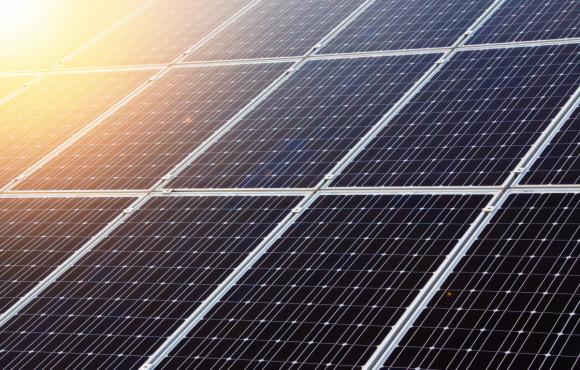 Grafenové brnění chrání perovskitové solární články před poškozením
