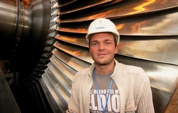 david hegr u demontovaneho rotoru turbiny v JETE
