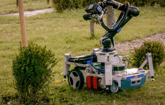 Robotický zahradník Trimbot se stará o trávník i o růže