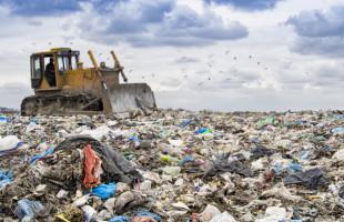 Nový katalyzátor přeměňuje běžný plastový odpad na palivo a vosk