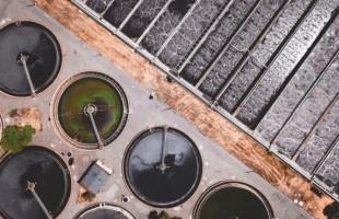Elektrickým proudem upravený nanouhlík dokáže odstraňovat z odpadní vody těžké kovy