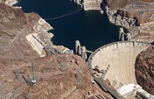 Státy spoléhající na vodní elektrárny mají problémy s chudobou a korupcí
